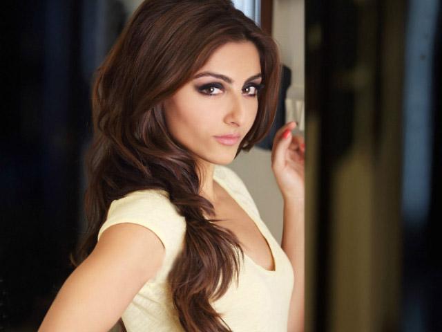 Bollywood actress feels that the country needs more actors like Salman Khan and Saif Ali Khan. PHOTO: FILE