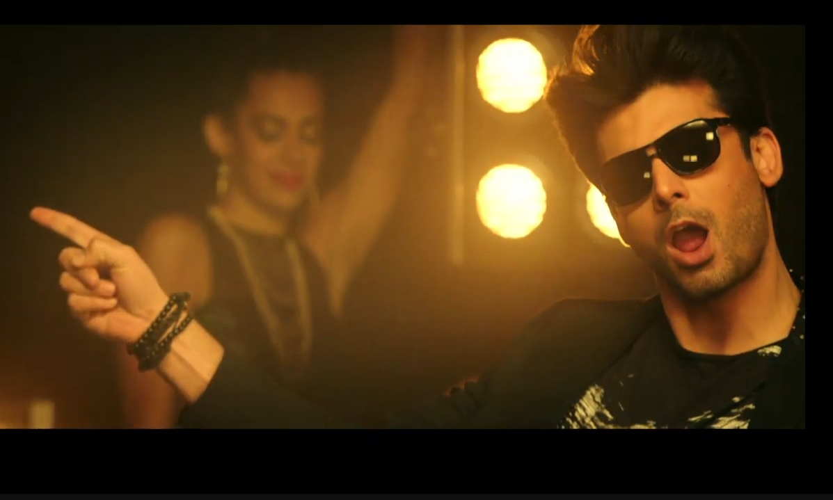 Check out his moves in the new song from Kapoor & Sons -- 'Let's Nacho'. PHOTO: SCREENGRAB