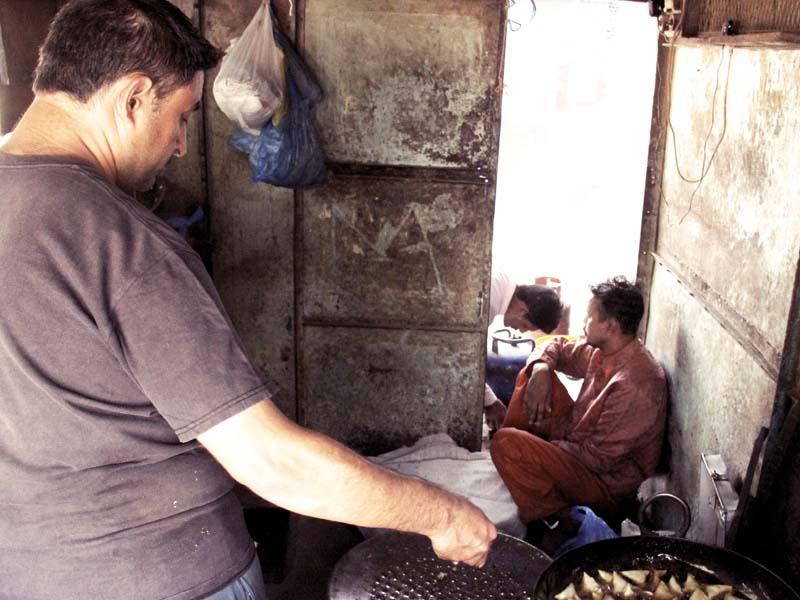 Qasim's one-bite samosa  at Prem Gali. PHOTOS: AYESHA MIR/EXPRESS