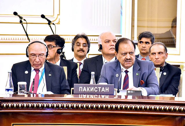 President Mamnoon Hussain along with the Pakistani delegation at the 16th Shanghai Cooperation Organisation's Summit at Uzbekistan. PHOTO: APP