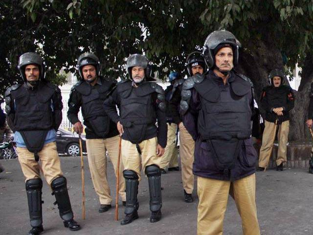 Rajanpur District Police Officer Hafiz Irfanullah has directed the police to arrest the robbers within 48 hours. PHOTO: ONLINE