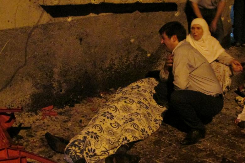 A man and a woman mourn next to a body of one the victims of a blast targeting a wedding ceremony in the southern Turkish city of Gaziantep, Turkey, August 20, 2016. Ihlas News PHOTO: REUTERS