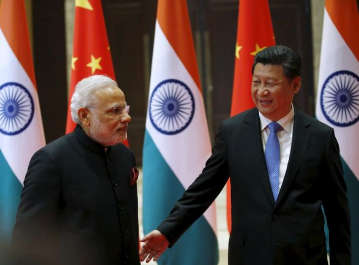Chinese President Xi Jinping (R) guides Indian Prime Minister Narendra Modi to a meeting room in Xian, Shaanxi province, China, May 14, 2015.  PHOTO: REUTERS