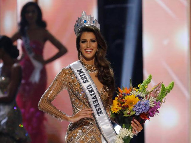 Miss France Iris Mittenaere poses after being declared winner in the 65th Miss Universe beauty pageant at the Mall of Asia Arena, in Pasay, Metro Manila, Philippines January 30, 2017. REUTERS/Erik De Castro