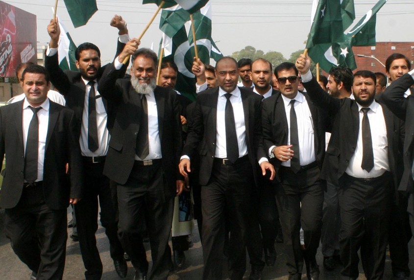 Lawyers should cooperate with policemen deployed at gates of district courts to avoid such gory incidents. PHOTO: AGHA MEHROZ/EXPRESS