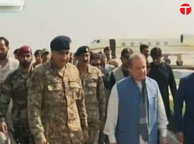 Prime Minister Nawaz Sharif and Army chief General Qamar Javed Bajwa arrive at a Nawabshah hospital to visit Sehwan blast victims on Friday, February 17, 2017. SCREENGRAB