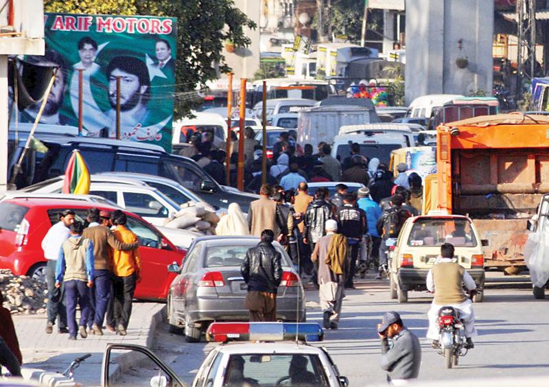 Traffic jam at Liaquat Bagh, Marrir signals. photo: express