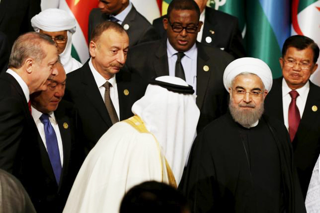 King Salman of Saudi Arabia (C) is pictured with Iranian President Hassan Rouhani (front R) during a family photo session at the Organisation of Islamic Cooperation (OIC) Istanbul Summit in Istanbul, Turkey April 14, 2016. PHOTO: REUTERS