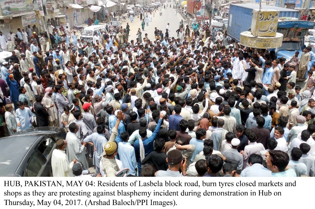 Residents of Lasbela protest against blasphemy incident in Hub on May 4, 2017. PHOTO: PPI