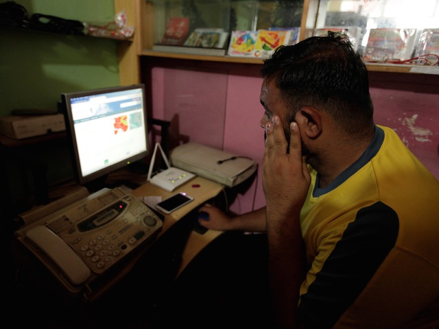 A man explores social media on a computer at an internet club in Islamabad, Pakistan, August 11, 2016. PHOTO: REUTERS