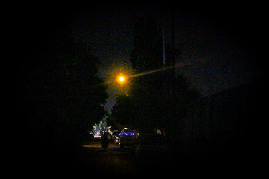A nighttime view of a street Karachi's Federal B Area neighbourhood. PHOTO: FAWAD HASAN