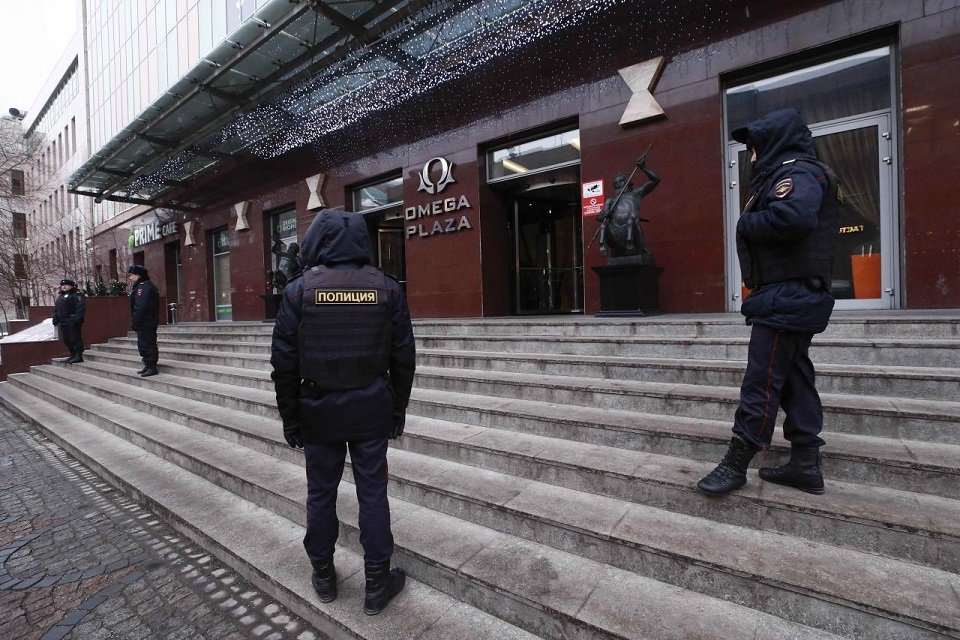 Russian Interior Ministry officers gather outside a building, which houses the office of the Anti-corruption Foundation led by opposition leader Alexei Navalny, before a rally for a boycott of a March 18 presidential election in Moscow, Russia January 28, 2018. PHOTO: REUTERS