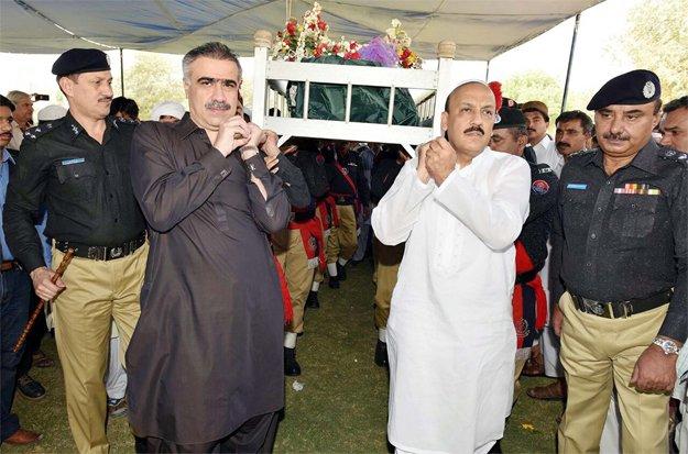 Home Minister Sohail Anwar Siyal and IG AD Khowaja attend last rites of martyred head constable Hidayatullah Niazi. PHOTO: PPI