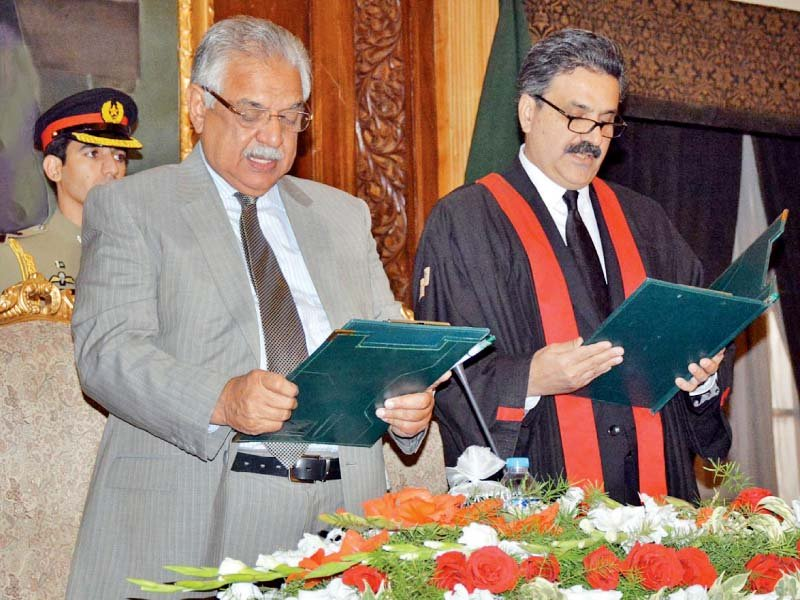 The Khyber-Paktunkhwa governor administers oath to new Chief Justice of Peshawar High Court, Justice Yahya Afridi. PHOTO: ONLINE