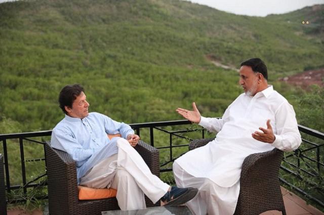 'Imran khan wants a visionary and senior leader as the chief minister of Punjab' Mahmood urRasheed says  PHOTO:EXPRESS