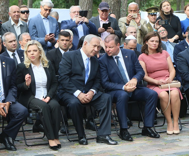 Prime Minister of Israel Benjamin Netanyahu his wife Sara Netanyahu (L), Lithuania's Prime Minister Saulius Skvernelis (3rd L) and his wife. PHOTO: AFP
