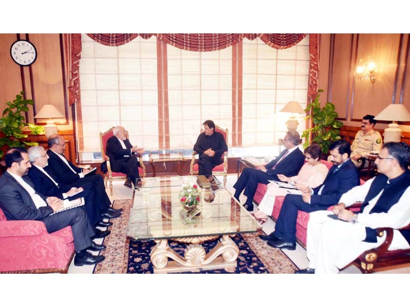 Prime Minister Imran Khan exchanges view with Iranian Foreign Minister Javad Zarif. PHOTO: PPI