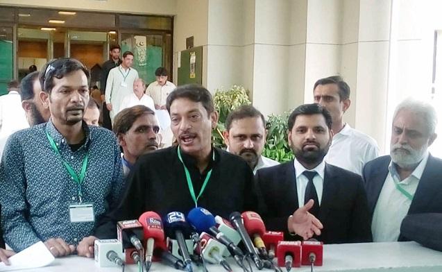 Faisal Raza Abidi speaking to media outside Supreme Court. PHOTO: ONLINE