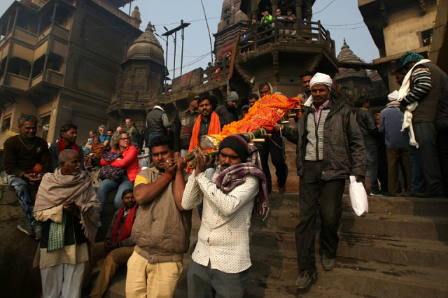 They arrive in battered cars, on crutches and sometimes on a stretcher barely able to breathe -- but salvation is close for thousands of Hindus who go to the holy city of Varanasi each year to die. PHOTO: AFP