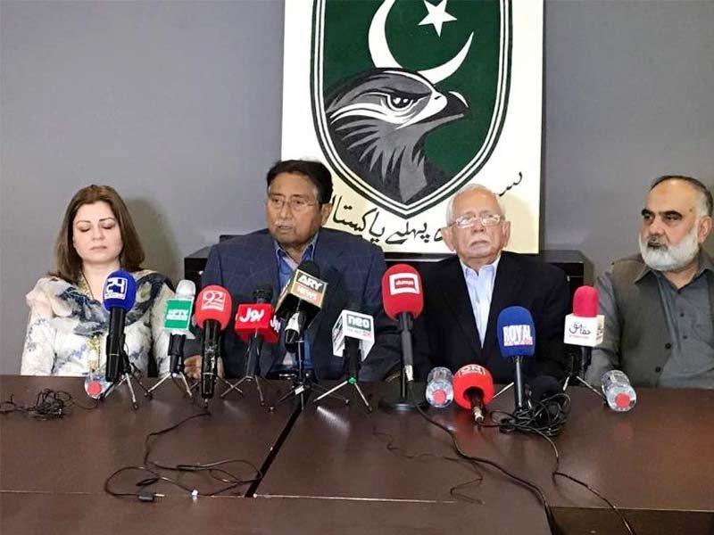 APML Secretary General Mehreen Malik (left), Pervez Musharraf and party chairman Hidayatullah Kheshgi at the news conference in Dubai. PHOTO COURTESY: GULF NEWS
