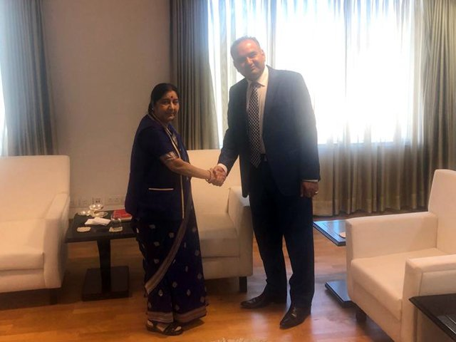 PTI's Ramesh Kumar Vankwani meets Indian External Affairs Minister Sushma Swaraj. PHOTO: EXPRESS