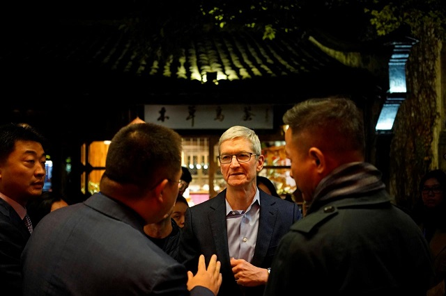 Apple CEO Tim Cook arrives before the fourth World Internet Conference in Wuzhen, Zhejiang province, China, December 2, 2017.  PHOTO: REUTERS