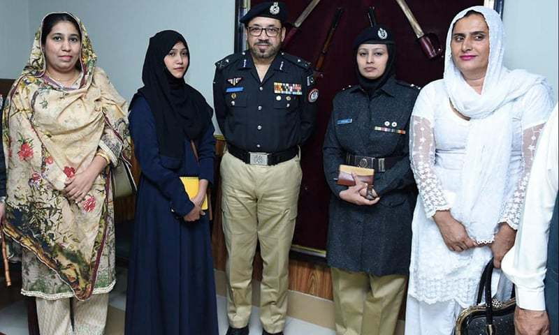 Sindh Inspector General Dr Syed Kaleem Imam in a group photo with transgender representative Sanam Faqeer (in white). PHOTO COURTESY: SINDH POLICE