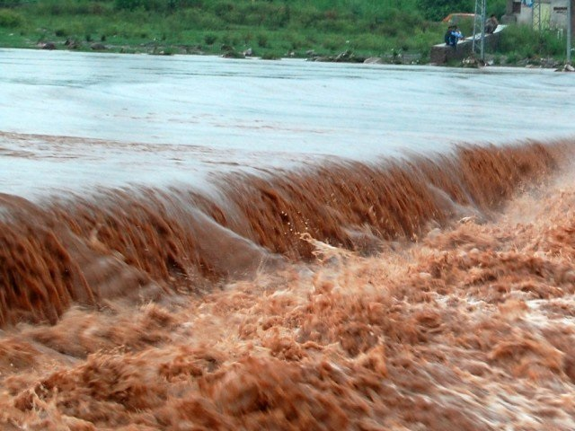 Rivers burst their banks in some parts of Maharashtra after authorities released water from dams brimming with as much as 670 mm (26.4 inches) of rain received in a week.  PHOTO: FILE