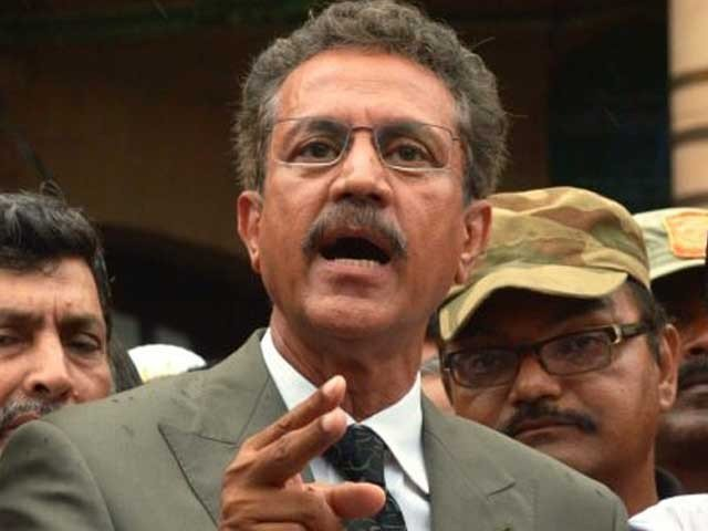 Waseem Akhtar appeals Supreme Court to take notice of the deaths in Karachi