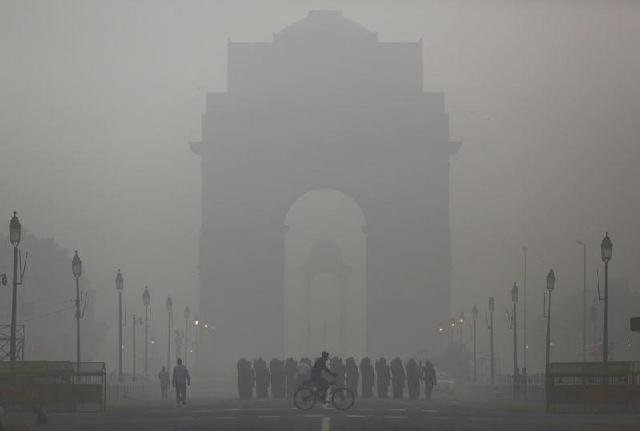 Smog in New Delhi. PHOTO: Reuters
