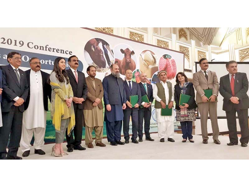 Balochistan Chief Minister Jam Kamal poses for picture along with participants of livestock seminar. PHOTO: EXPRESS
