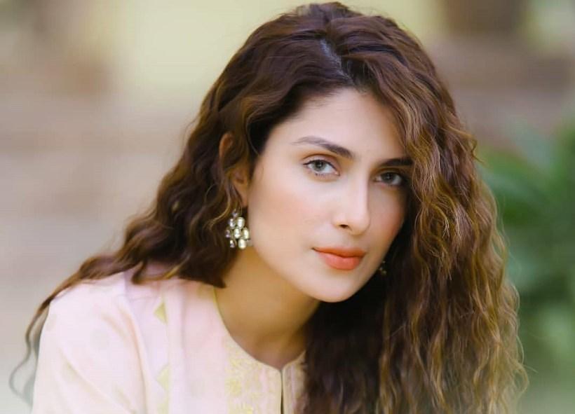 "Ayeza Khan to share a ""breaking news"""