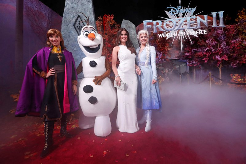 """Cast member Idina Menzel poses at the premiere for the film """"Frozen II"""" in Los Angeles, California, US, November 7, 2019. Photo: Reuters"""