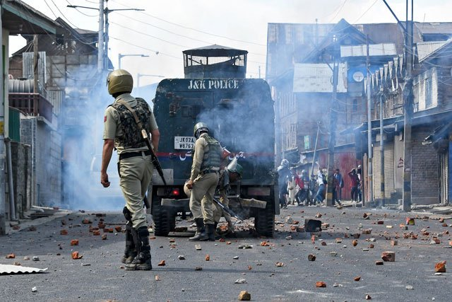 New Delhi claimed arresting a decorated police officer for helping Kashmir freedom fighters. PHOTO: AFP/FILE