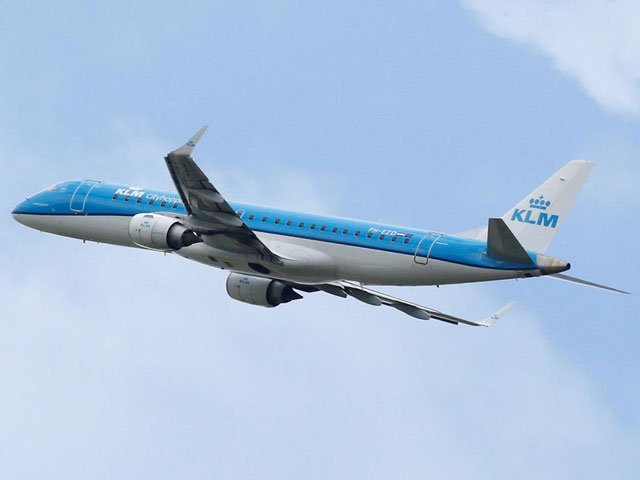 FILE PHOTO: A KLM commercial passenger jet takes off in Blagnac near Toulouse, France, May 29, 2019. PHOTO: REUTERS/FILE
