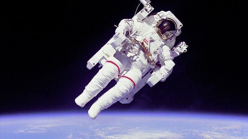 Space tourists to make 1st spacewalk in history