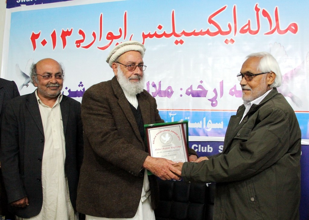 Renowned Pashto poet and scholar Abdur Rahim Roghaney awarded the First Malala Excellence Award. PHOTO: EXPRESS