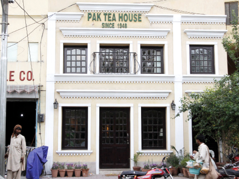 Reminisce about the 'golden days', pin hopes on authors of today to carry the tradition forward. PHOTO: SHAFIQ MALIK/EXPRESS