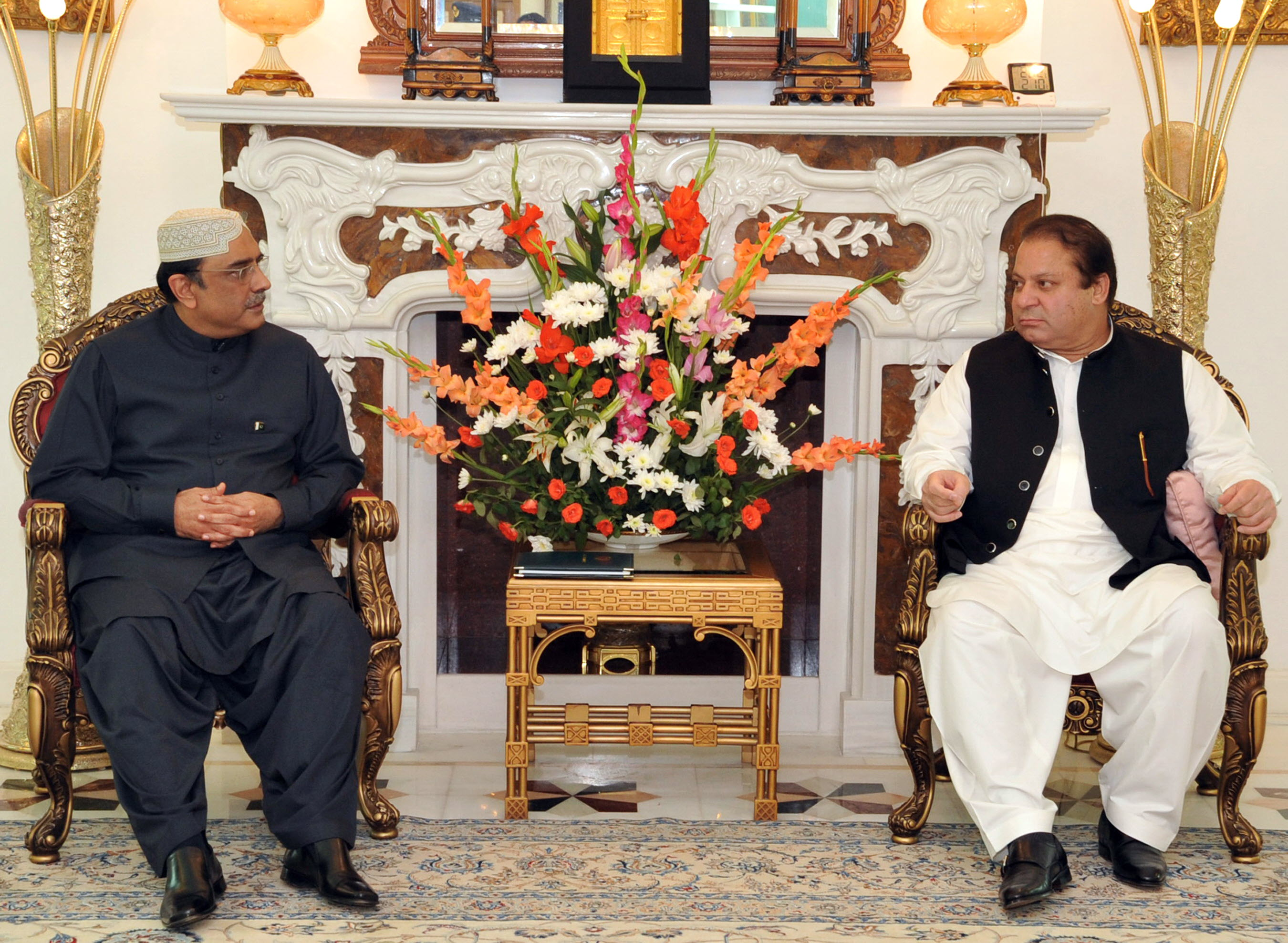 A file photo of PML-N Chief Nawaz Sharif and President Asif Ali Zardari's meeting. PHOTO: AFP/FILE