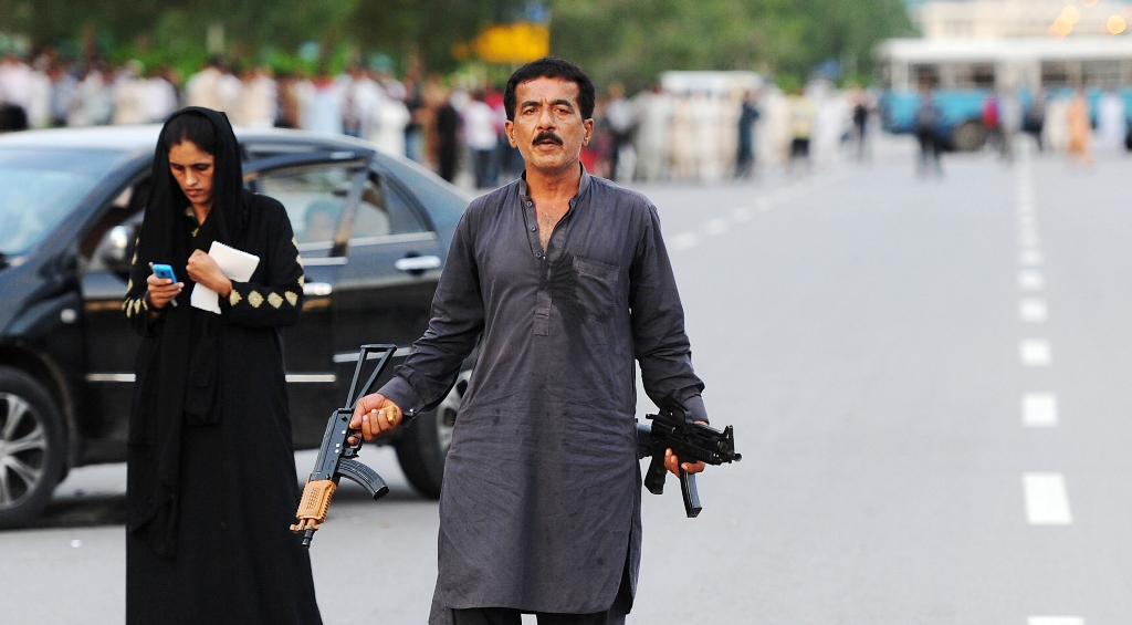 Gunman Sikandar stands next to his wife  Kanwal during a standoff with police in Islamabad on August 15, 2013. PHOTO: AFP/FILE