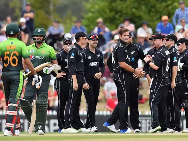 Tim Southee of New Zealand (C) is congratulated by team mates after dismissing Azhar Ali of Pakistan during the second match in the One Day International series between New Zealand and Pakistan at Saxton Field on January 9, 2018 in Nelson, New Zealand. PHOTO: GETTY