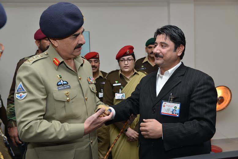 Chief of Army Staff General Raheel Sharif shaking hands with a wounded war veteran during his visit to AFIRM in Rawalpindi on Monday. PHOTO: ISPR