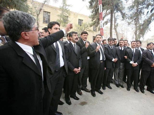 Hundreds of lawyers and Jakhrani tribesmen gathered outside the hospital and shouted slogans against the police. PHOTO: ONLINE/FILE