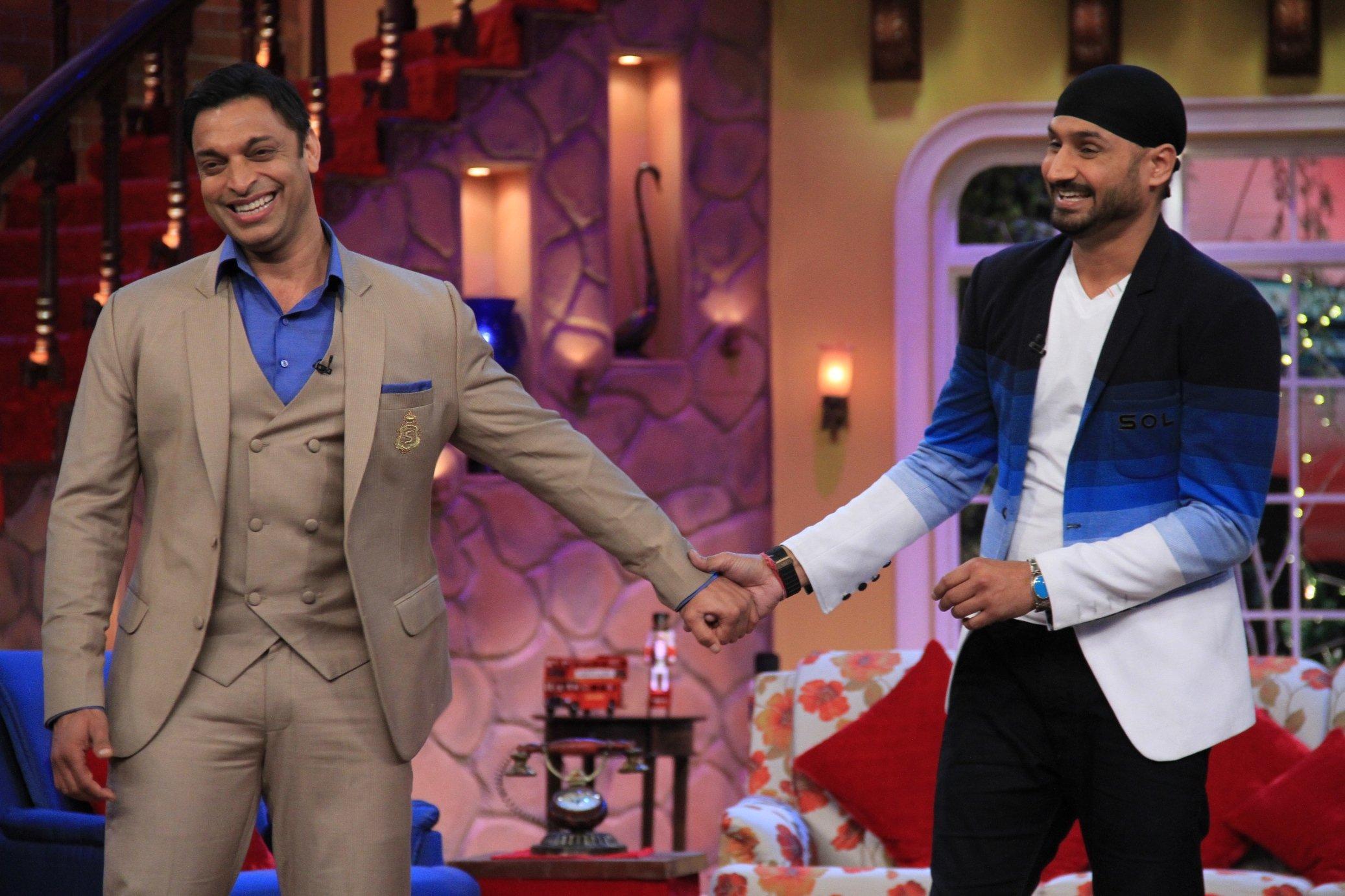 Shoaib Akhtar and Harbhajan Singh on Comedy Nights with Kapil PHOTO: getmovieinfo.com