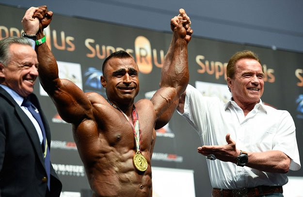 Arnold Schwarzenegger poses with Atif Anwar, the winner of Arnold Classic over 100 class. PHOTO COURTESY: GETTY