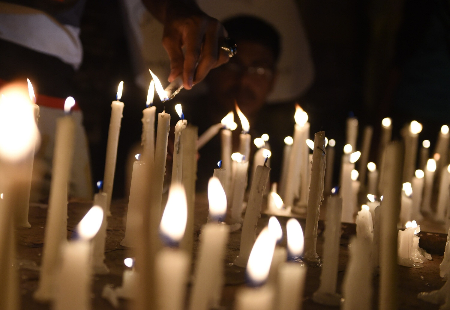 Pakistani residents light candles during a vigil for the victims following an attack by gunmen on a Shia Ismaili minority bus in Karachi on May 13, 2015. PHOTO: AFP