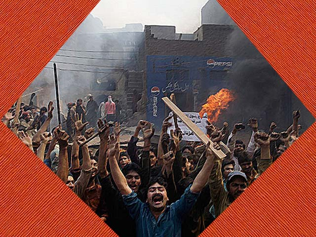 An angry mob reacts after burning Christian houses in Lahore. PHOTO: AFP