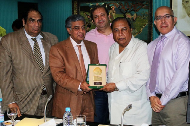 Ijaz Mumtaz, the LCCI president, said that it was worrying that Pakistan's exports were on a decline. PHOTO: ONLINE
