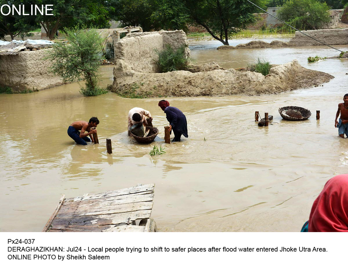 Pakistan Fisherfolk Forum uses theatre to educate villagers adapt to the effects of extreme weather and flooding. PHOTO: ONLINE