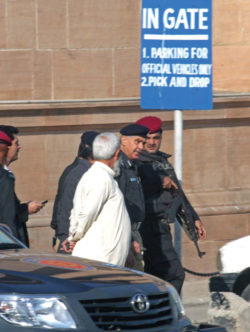 Senior police officials head to the SHC for hearing on the contempt proceedings initiated against them. PHOTO: ATHAR KHAN/EXPRESS